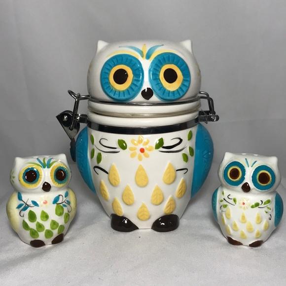 Boston Warehouse Trading Co. Other - Ceramic Owl Hinged Jar & Shakers